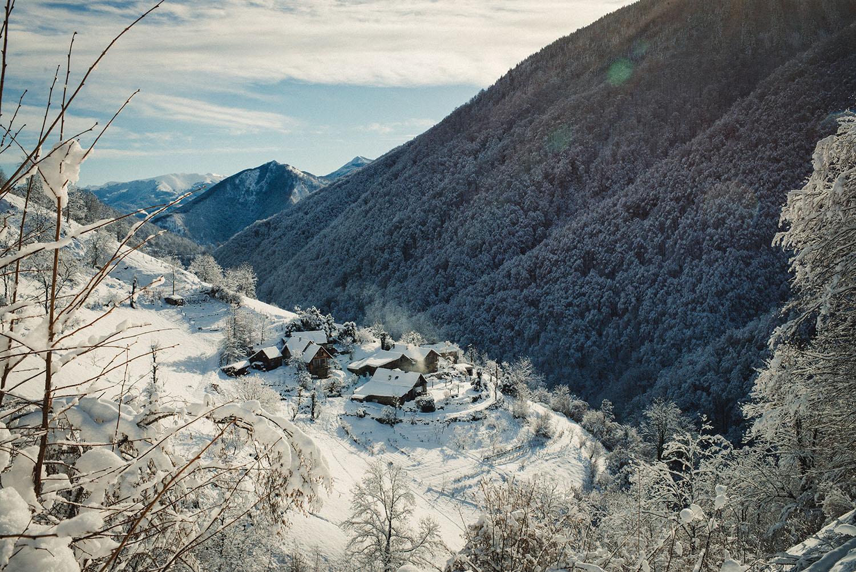 Pyrennees essence de la vie winter