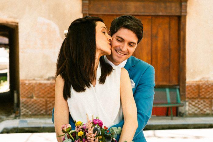 South of France Mariage Pyrenees Elise et Julien embrasse